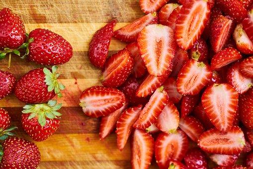 【金山駅からすぐのパーソナルトレーニングジム】糖質の摂取タイミング(苺)